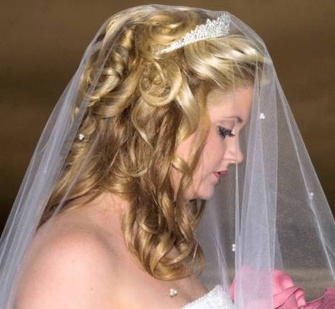 Picture of large curly wedding hairstyle w/ veil + tiara