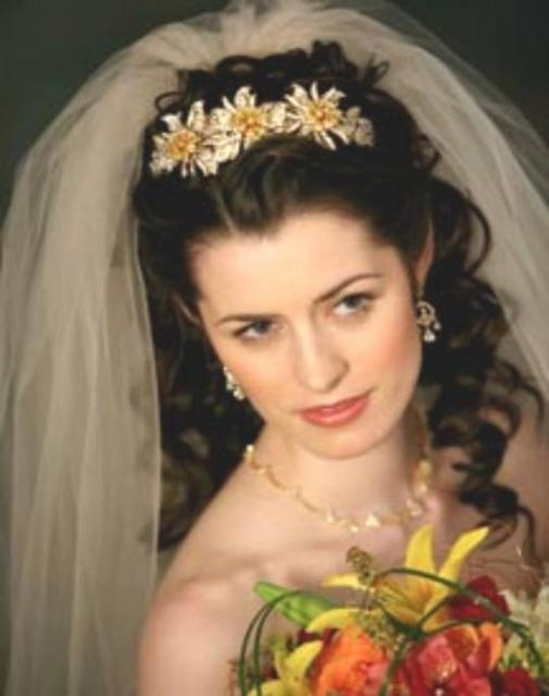 Curly Wedding Hairstyle With Big Veil And Big Tiara Jpg