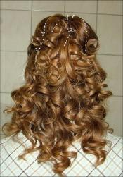 bride hairstyle with big curls.jpg