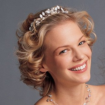 Curly Wedding Hairstyle With Medium Length And Tiara Jpg