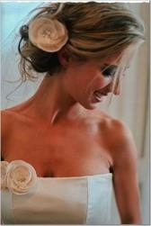 wavy wedding hairstyle with flower.jpg