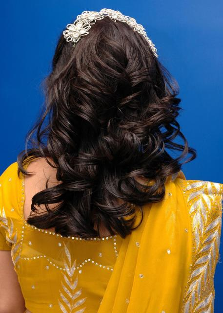 indian brides hairstyles. Indian bride curly hairstyle.