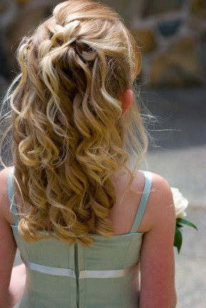 Flower Girl Wedding Hairstyle on Flower Girl With Long Wavy And Curly Hairstyle Jpg