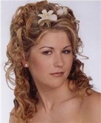 Bride curly hairstyle with flowers clips