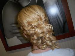 blonde bride hairstyle with big curls
