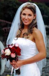 bride hair style with curls and veil.jpg