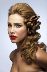 Unqiue curl wedding hairstyle with straight hair on the top and big modern curls on the sides.PNG