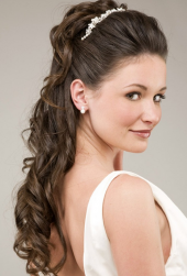 Long curly wedding hairstyle with pearl headband_simple sexy bridal hairstyle.PNG