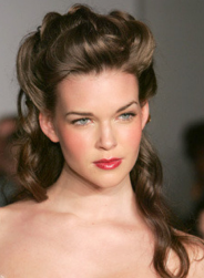 Long simple wedding hairstyle with waves_Modern sexy half up bridal hairstyle.PNG