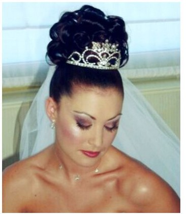 Wedding Hairstyle Wtih Tiara And Veil Jpg