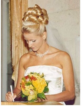 Big Curly Bride Hairstyle Wedding With Tiara And Veil