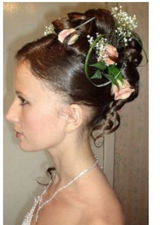 Picture of bridal hairstyle w/ fresh rose + flowers