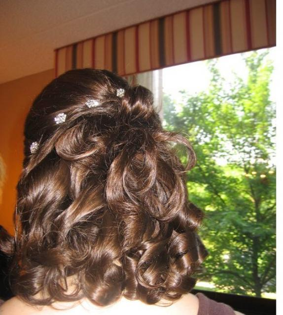 short and curly wedding hairstyle with small hair clips.jpg