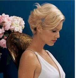 Blonde short bridal hairstyle with small cute crystal hair clilp.jpg