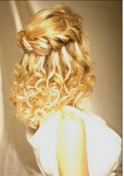 vintage bride hairstyle picture with curls.jpg