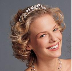 bridal short curly hairstyle.jpg