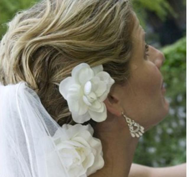image of wedding hairstyle with hair clips with white flowers and veil.jpg