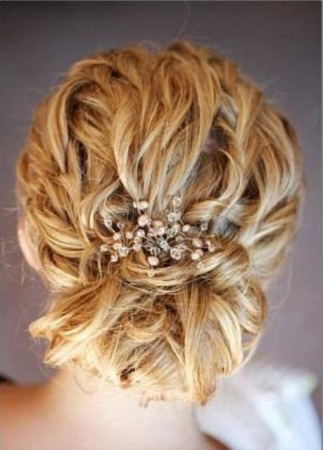 cool wavy lines wedding hairstyle with beautiful hairclip.jpg