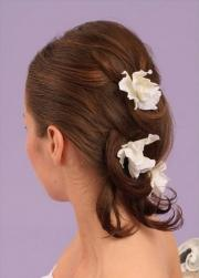 Medium hair bride hairstyle with white flowers.jpg