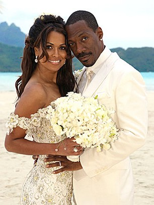 Eddie Murphy and Tracey Edmonds Wedding Picture _bride with hair down, beautiful beach bridal hairstyle.jpg