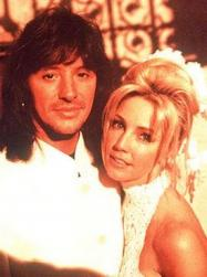 Heather Locklear and Tommy Lee wedding photos.jpg