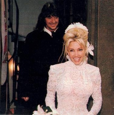 Heather Locklear bride hairstyle.jpg