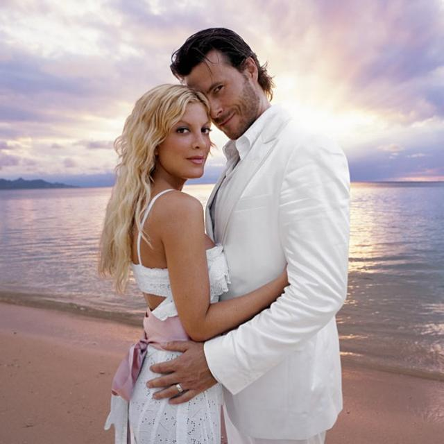 Tori Spelling and Dean McDermott beach wedding photos.jpg