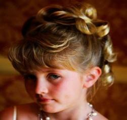 flower girl curly hairstyle photo.jpg