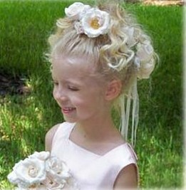 picture of a beautiful flower girl hairdo.jpg