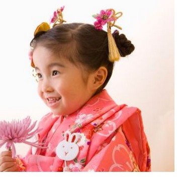 flower girl hairstyle. Asian traditional flower girl