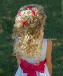 Colorful flower girls hairstyle with curly hair.jpg