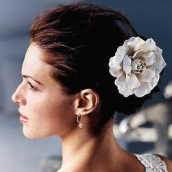 Loose and up wedding hairstyle for beach wedding