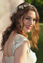 Anne Hathaway wedding hairstyle picture with her curly hairupdo.PNG
