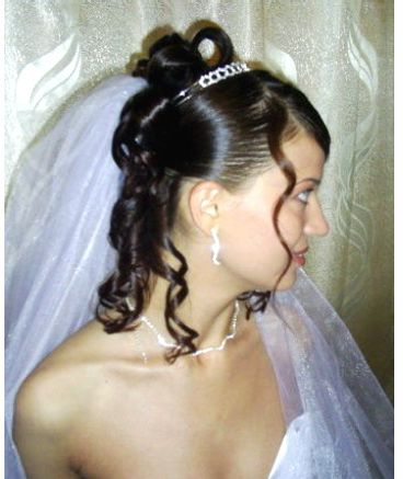 wedding hairstyle with half updo with curls, tiara and veil.JPG