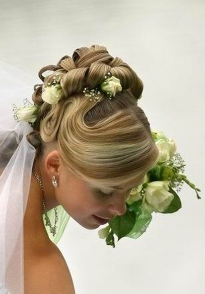 Very beautiful bride hairstyle with fresh white roses and veil picture.JPG