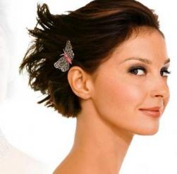 Picture of short bridal hairstyle with a very cute hairclip.JPG
