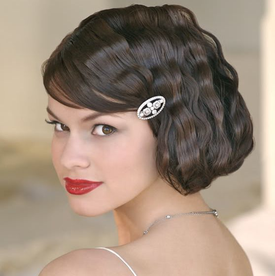Wavy short wedding hairstyle with beautiful crystal hairclip and side bang.JPG