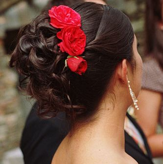 Summer Bride Hairstyle With Bright Red Flowers Hairclip Image Jpg