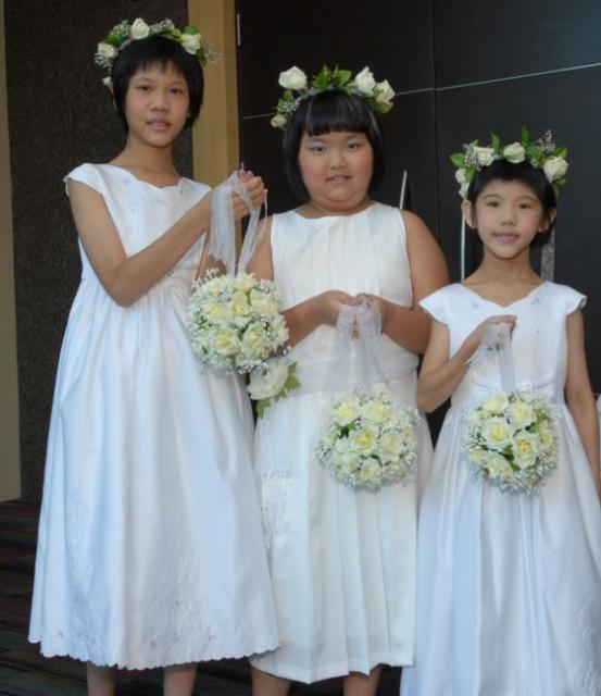 Asian flower girls pictures with hair pretty roses hair bands.JPG