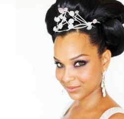 African American bridal hairstyle with hairclips.PNG
