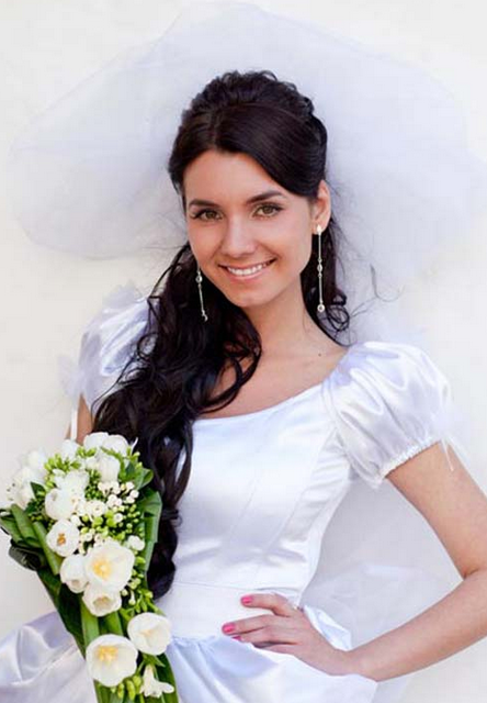 Very long hair wedding hairstyles with half updo with long side bangs and large puffy veil and black long bride hair.PNG