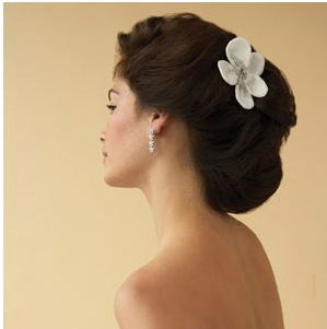 Romantic Asian wedding updo with white flower hair clip photos.JPG