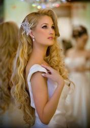 Beautiful wedding long hairstyle with curls and feather hairclip.JPG