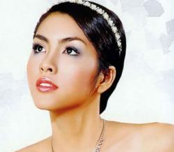Asian bridal hairstyle with terria.JPG