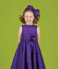 Picture of flower girl hairstyle with big dark purple bow.PNG