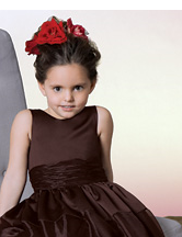 Wavy flower girl hairdo with big red flower.PNG