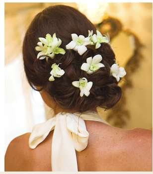 Beach bride wedding hairstyle wtih white tropical fresh flowers.PNG