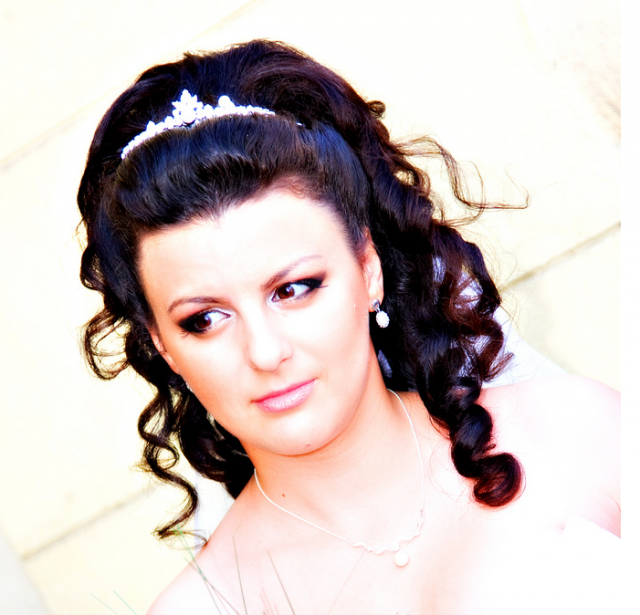 Curly wedding hairstyle photos.PNG