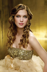 Trendy bridal hairstyle with Golden Tresses hair updo.PNG