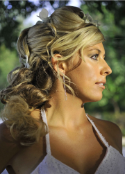 Curly long blonde wedding hairstyle with flowers.PNG